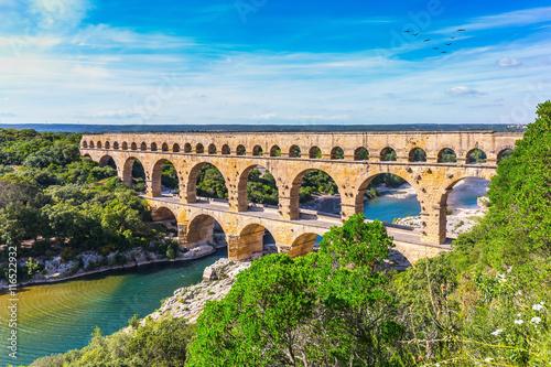 Three-tiered aqueduct Pont du Gard and natural park Fototapet