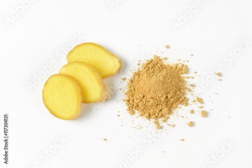 fresh and ground ginger Fototapet