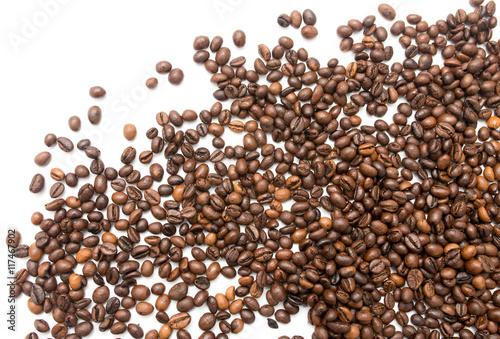 Fototapeta premium ziarna kawy na białym tle