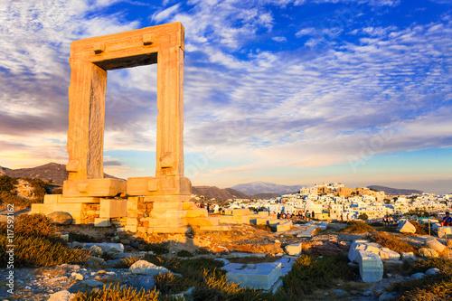 Obraz na plátně Landmarks of Greece - antique Potara gates in Naxos island