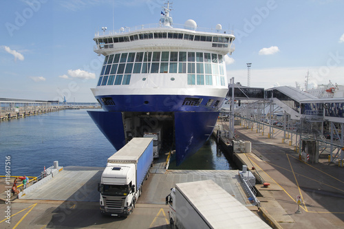 Photo Big ferry and trucks, for transportation