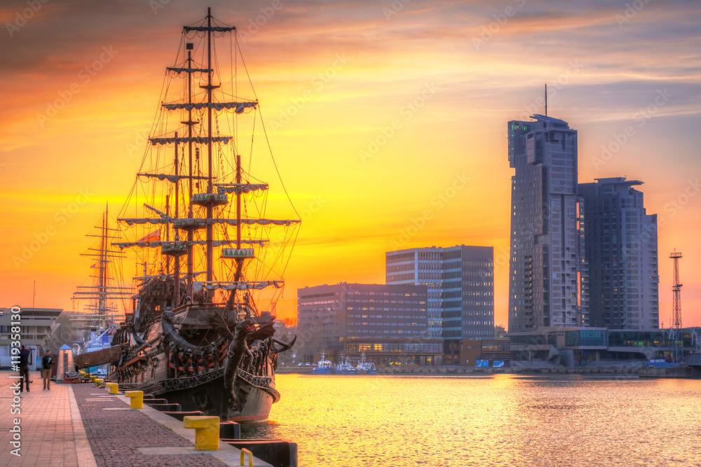 Sunset in Gdynia city at Baltic sea, Poland <span>plik: #119358130 | autor: Patryk Kosmider</span>
