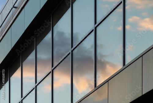Canvas Print Sky reflected in a glass facade