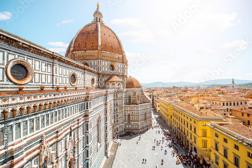 Fotografiet Top cityscape view on the dome of Santa Maria del Fiore church and old town in F