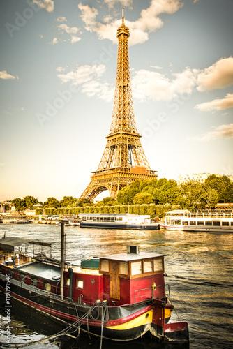 Fotografie, Obraz vista della Tour Eiffel con la Senna ed una chiatta