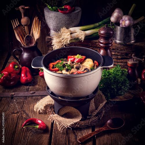 Plakat Gulasz z kolorowymi warzywami