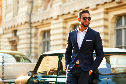 Canvas-taulu Young businessman at a car