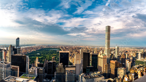 Foto Panorama cityscape view on Central Park, New York, seen from the Rockefeller building Top of the Rocks before summer sunset