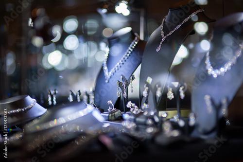 Vászonkép fine jewelry window display