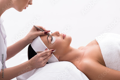 Stampa su Tela Beautiful young woman during eyelash extension