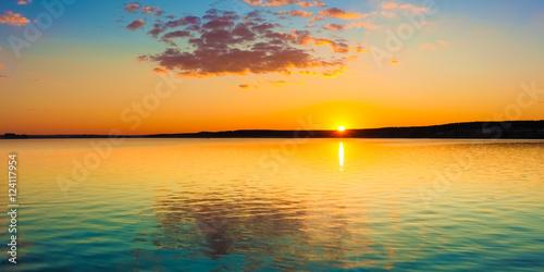 Obraz premium Zachód słońca nad morzem. Panorama