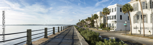 Fototapeta premium East Bay Street w Charleston w Południowej Karolinie, panora 180 stopni