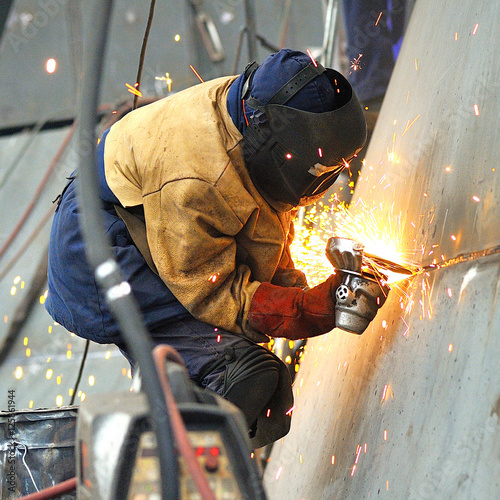 a welder working at shipyard in day time Fototapet