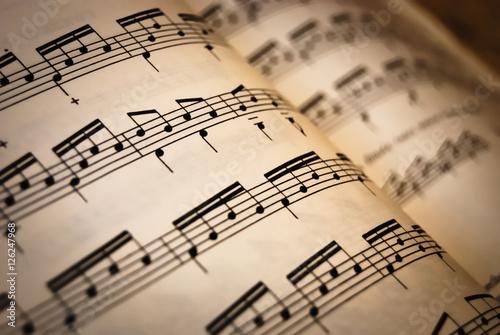 Arkusz muzyczny z nutami