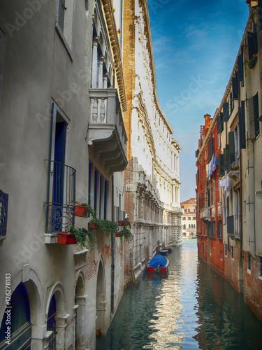 Canvas Print Narrow passage in Venice Italy