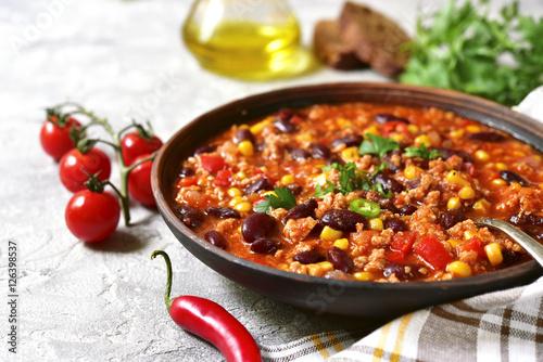 Fotografija Chili con carne - traditional dish of mexican cuisine.