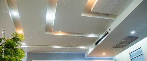 Fotografia Lighting on the modern office ceiling