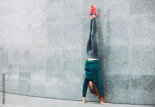 Valokuvatapetti Fitness sport girl in the street