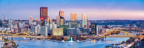 Fotografia Pittsburgh, Pennsylvania skyline at dusk