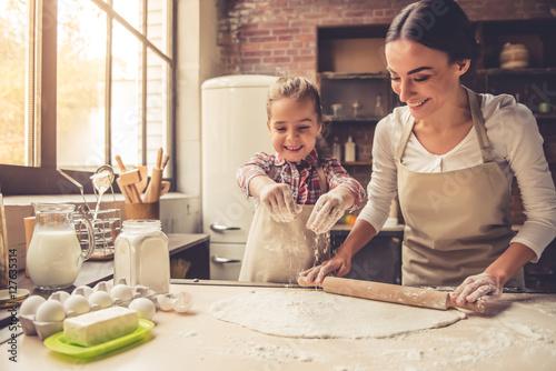 Obraz na płótnie Mama i córka do pieczenia
