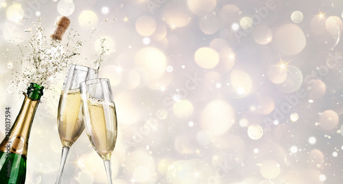 Платно Champagne Explosion With Toast Of Flutes