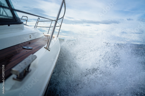 Fotografia Powerboat battles an ocean storm