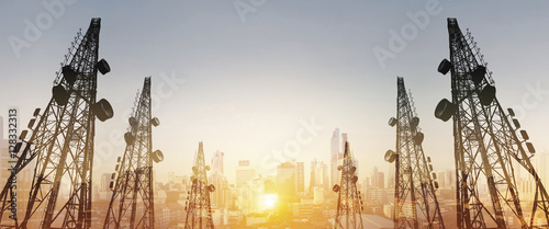 Fotografia Silhouette, telecommunication towers with TV antennas and satellite dish in suns