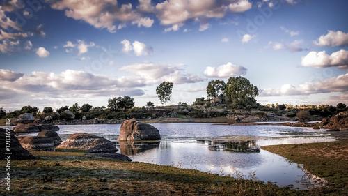 Laguna de Los Barruecos al atardecer