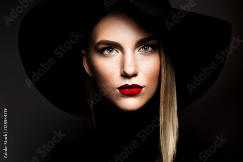 Wallpaper Mural Woman with red lips and black hat
