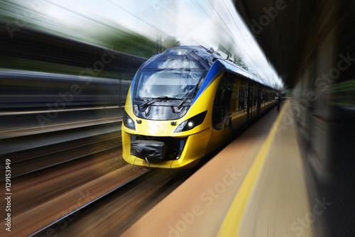 Stampa su Tela Modern train