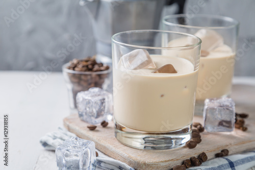 Coffee liqueur in glasses with ice and beans
