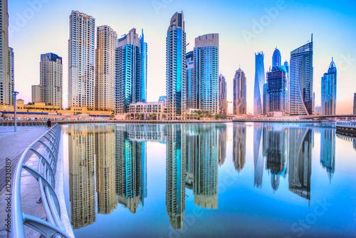 Photo Dubai skyline at dusk