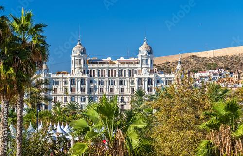 Valokuva Edificio Carbonell, a historic building in Alicante, Spain