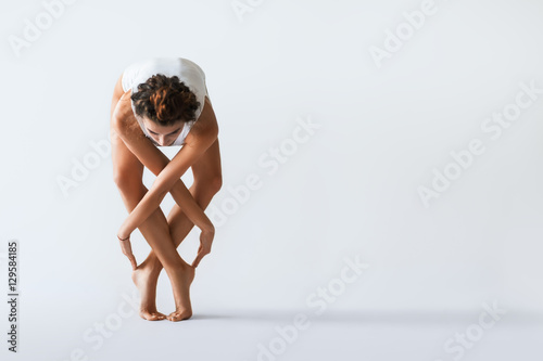 Canvas-taulu Young beautiful dancer posing on a studio background