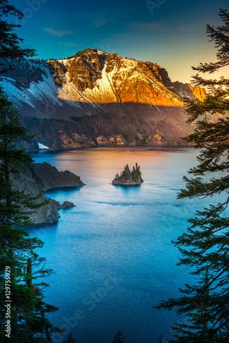 Obraz na płótnie Phantom Ship Island Crater Lake Oregon