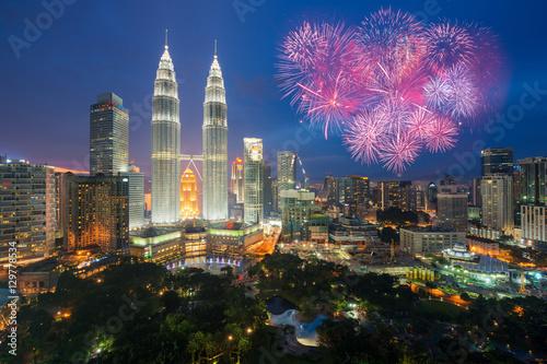 Canvas Print Kuala lumpur skyline with Fireworks celebration New year day 2017