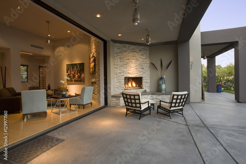 Fotomural View of chairs by fireplace in patio of a modern home
