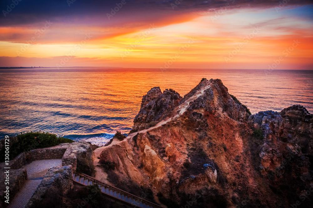 Wschód słońca, Ponta da Piedade, Lagos, Algarve, Portugalia
