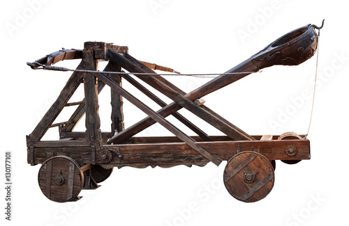 Photo ancient wooden catapult isolated on white