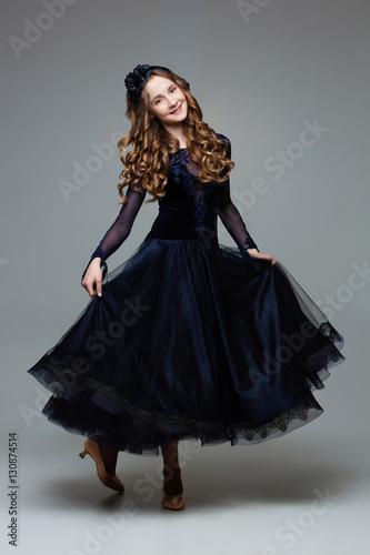 Billede på lærred Beautiful teenage ballroom dancer