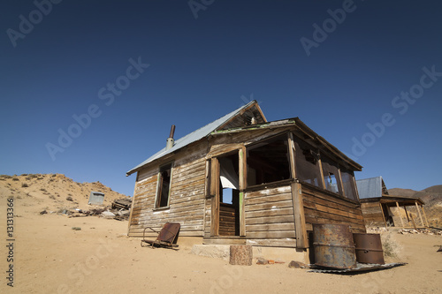 Fotografie, Tablou Abandoned ghost town home or shack in the Nevada Desert under clear blue skies