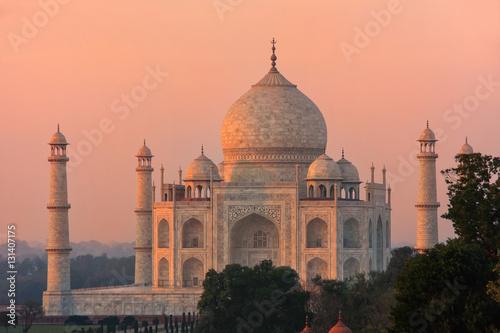 View of Taj Mahal at sunset in Agra, Uttar Pradesh, India Fototapeta