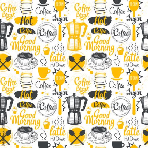 Bezszwowe szkic tło. Menu gorących napojów. Wektor wzór z filiżanki, ekspres do kawy, fasola, łyżka, etykiety.