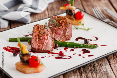 Fotografia Food Gourmet Veal Medallions Luxury Lifestyle Expensive Restaurant Recipe Servin