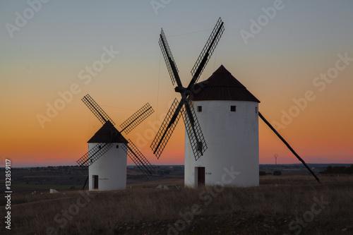 Fotografia Paisaje con molinos de viento al atardecer