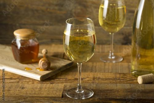 Obraz na płótnie Sweet Yellow Honey Wine Meade