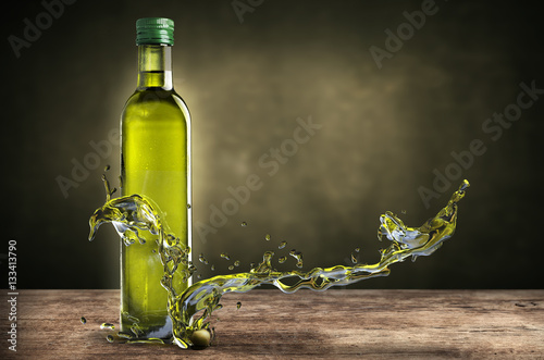 Stampa su Tela bottle of olive oil with splashes