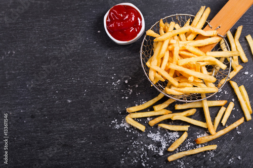 Photo French fries with ketchup