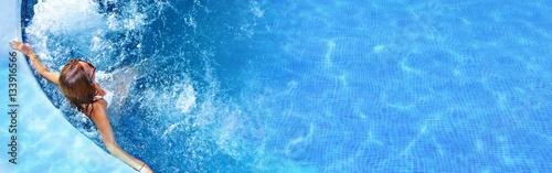Fényképezés Woman in the pool