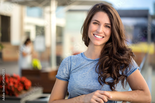 Canvas-taulu Big bright white smile headshot with a beautiful brunette woman sincere happy ch